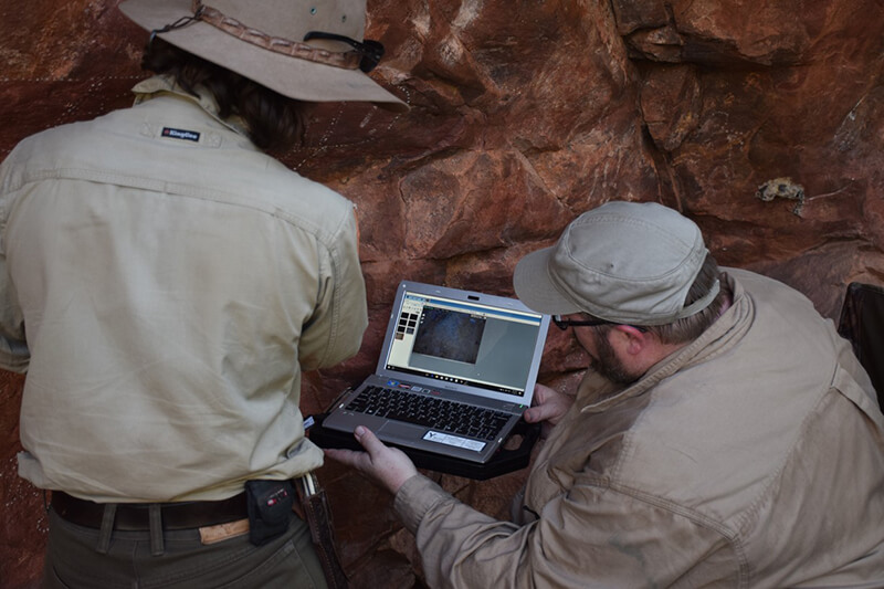 Capturing the rock art pigment on computer